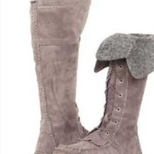 I AM IN SEARCH OF UGG SOMAYA BOOTS SIZE 10 or 11